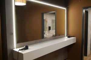 Innenausbau-Fitnessstudio-LED-Spiegel