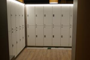 Innenausbau-Fitnessstudio-Umkleide